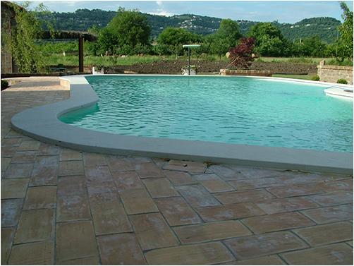 cinque motivi per scegliere una piscina in pietra naturale