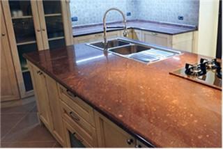 Le quattro cose che dovresti sapere prima di scegliere un piano cucina it 39 s stone - Piano cucina in granito ...